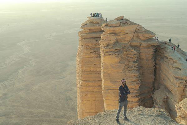جبل طويق رمز الهمة السعودية والنقلة العمرانية مجلة سيدتي