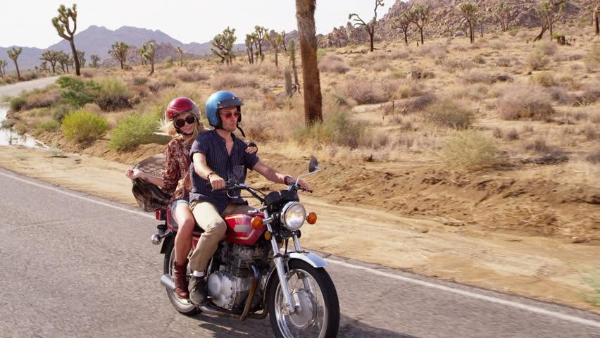 رحلات استكشاف عبر الدراجات النارية: