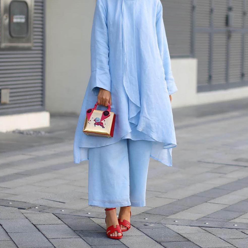 اطلالة مونوكروم باللون الأزرق من وحي المدونة المحجبة فاطمة حسام