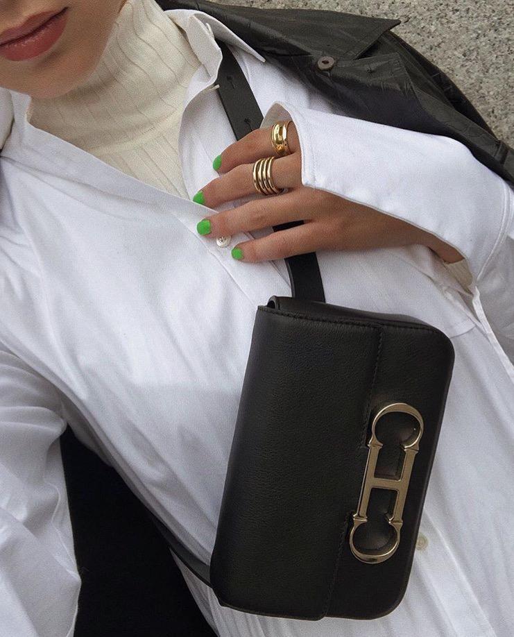 2b2d350b80571 ... اعتمديه بالطريقة نفسها، أو اختاري الأسلوب الأكثر عصريةً كاعتماد البدلة  كاملة، وللمسة آخر موضة اختاري اللون الأبيض. تابعي أيضاً  إطلالات مريحة  بالملابس ...