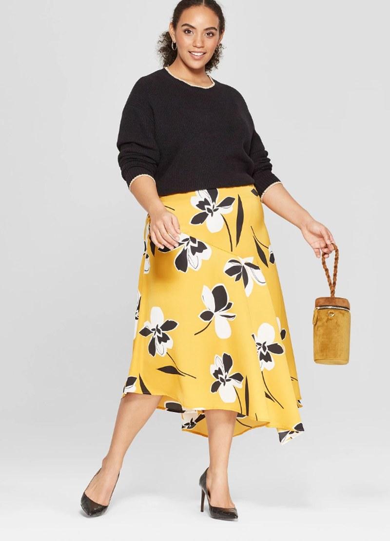 07514ab06 حتى قبل أسبوع نيويورك للأزياء الذي انتهى في سبتمبر الماضي، كان متوقعًا ظهور  اللون الأصفر الذهبي لربيع 2019. على ممشى عروض الأزياء ، تم تقديم هذا اللون  الغني ...
