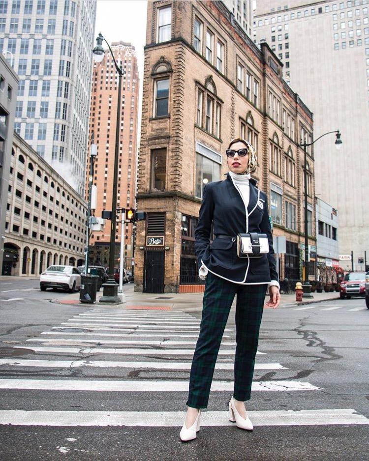 f3cd503fb البوت بالساق العالي يمكنكِ توظيفه بأكثر من طريقة، كالتي تعتمدها ميلانيا مع  المعاطف الطويلة مثلًا، والجينز، أو مع الكنزة الصوف الطويلة التي ترتديها  كفستان مع ...