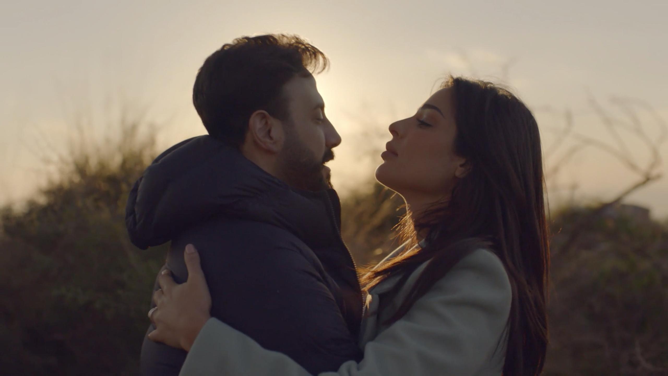 رومانسية نادين نجيم وقصي خولي في مسلسل خمسة ونص