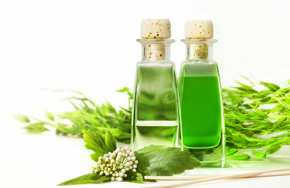 الزيوت العطرية مفيدة في علاج رائحة الفم