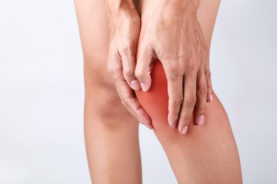 التهاب المفاصل يصيب العمود الفقري في البداية وليس الركبتين