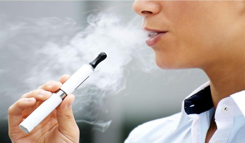 هل السجائر الالكترونية ضارّة مثل تدخين التبغ ؟