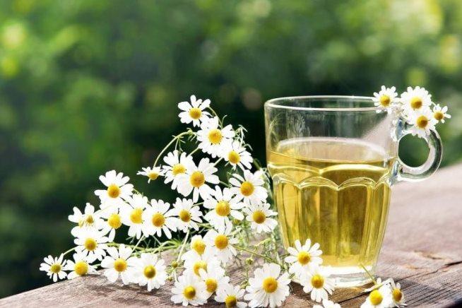 المشروبات الساخنة تساعد على تعويض السوائل من جسم مريض الكورونا