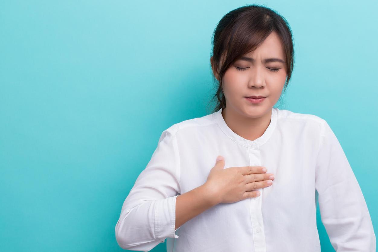 آلام الصدر واحدة من الأعراض الجسدية لـ نوبة الهلع