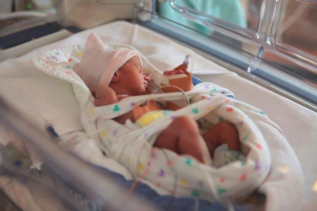 باحثون يدرسون سرّ تراجع الولادات المبكرة في زمن كورونا
