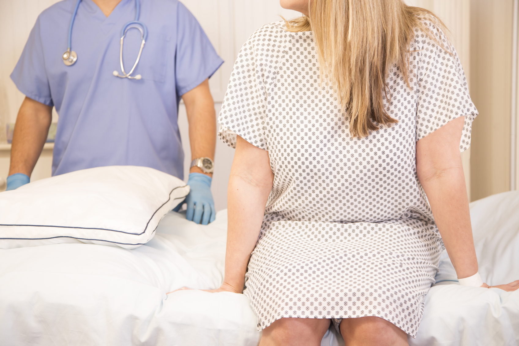 قومي بزيارة الطبيب النسائي إذا شعرت بالقلق حيال تأخر الدورة الشهرية