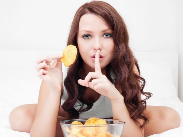 هل الأكل بين الوجبات مسموح؟