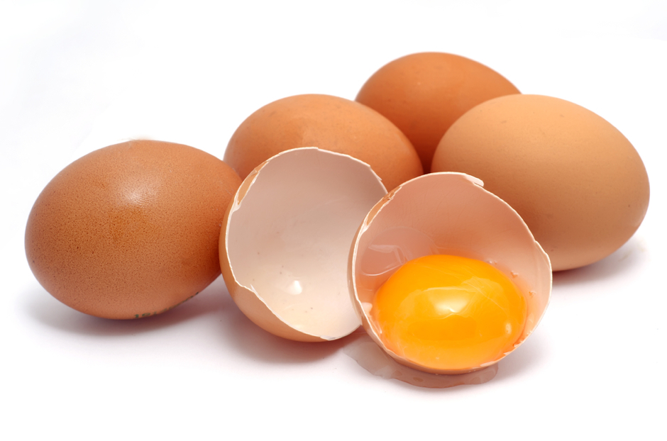 البيض ضمان لشعر صحي بسبب غناه بالبروتين