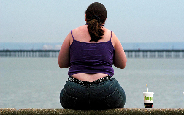 المرأة البدينة تعاني من السموم في الجسم