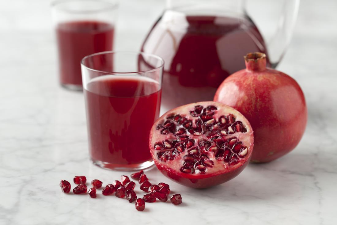 فكري بعصير الرمان بدل عصير الفاكهة الغنية بالسكر