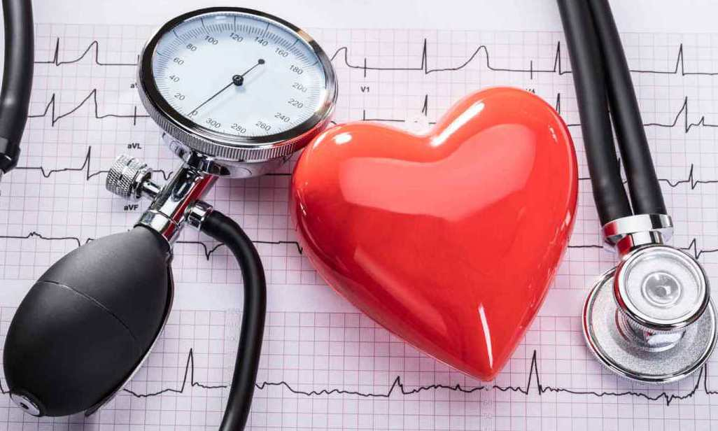 قياس ضغط الدم ضروري لحماية الجسم