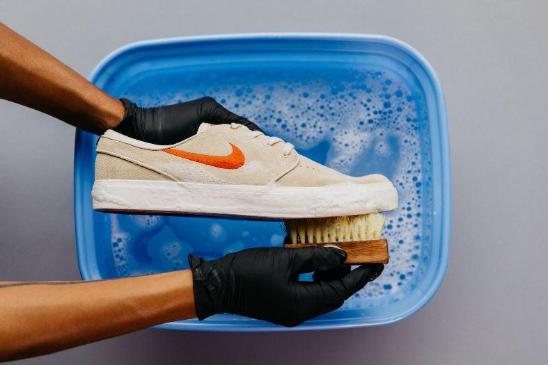 هل يجب غسل الأحذية ايضاً؟
