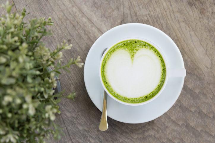 يُفضل عدم استهلاك شاي الماتشا يومياً