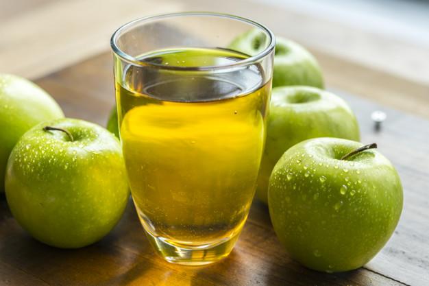عصير التفاح يجب أن يُشرب بعد عصره مباشرة