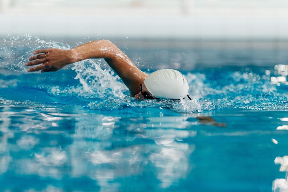 السباحة تحرق الدهون وتقوي المفاصل