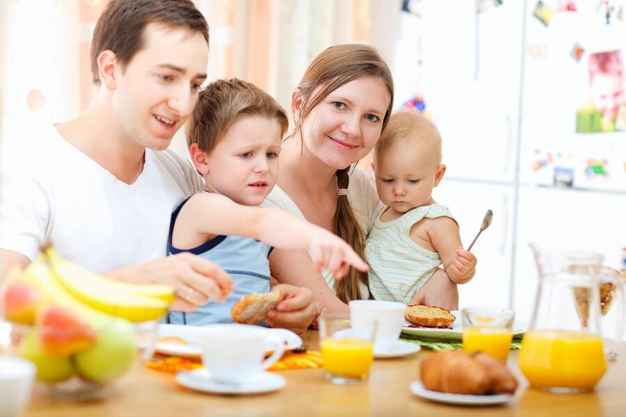 الجلوس مع العائلة يعتبر من الأوقات الثمينة في الحياة