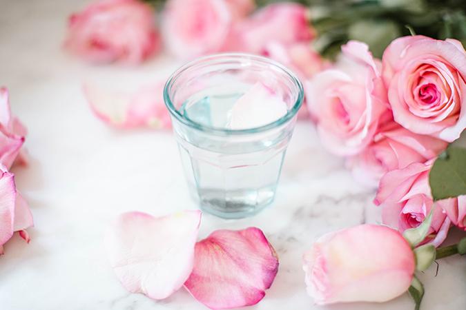 شرب ماء الورد يساعدك على التخلص من التعب