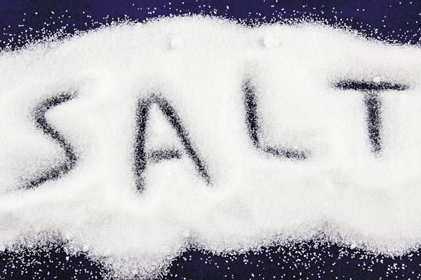 المبالغة في استهلاك الملح تسبب ارتفاع ضغط الدم