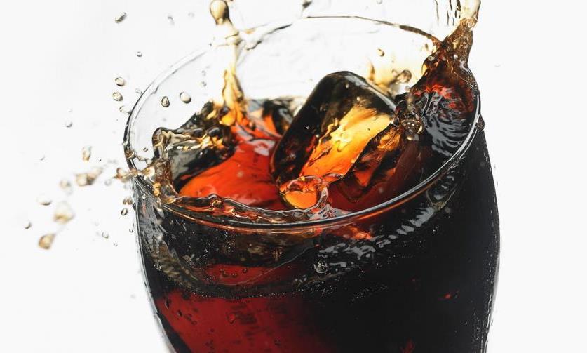 لا يوجد علاقة بين المشروبات الغازية والسرطان