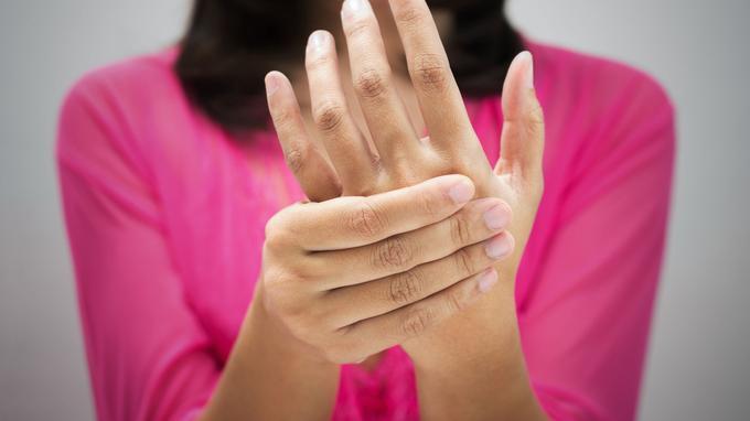 التهاب المفاصل الروماتويدي قد يكون سبباً لتورم اليدين