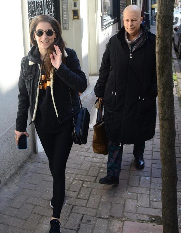 هازال كايا  مع والدتها