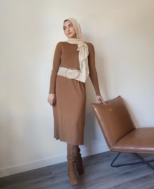 فستان طويل واسع بخطوط مضلعة