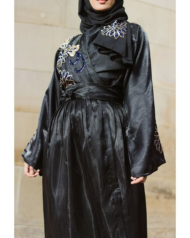 العبايه الفستان بقصّة الـ Wrap مع حزام الخصر