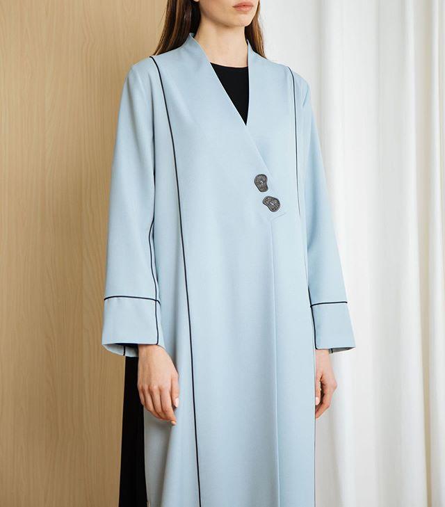 العبايه المعطف مع الأزرار الأمامية بألوان الباستيل