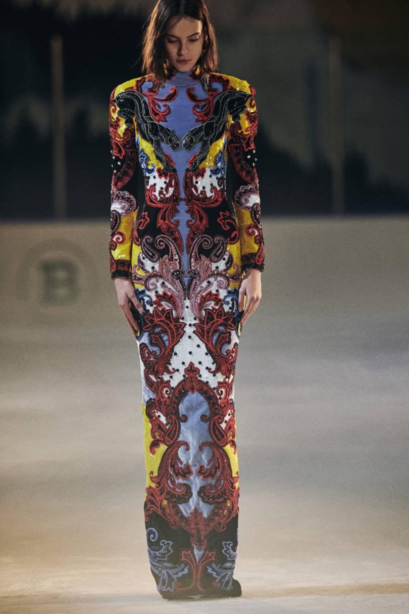 الفساتين الميدي الطويلة من Balmain