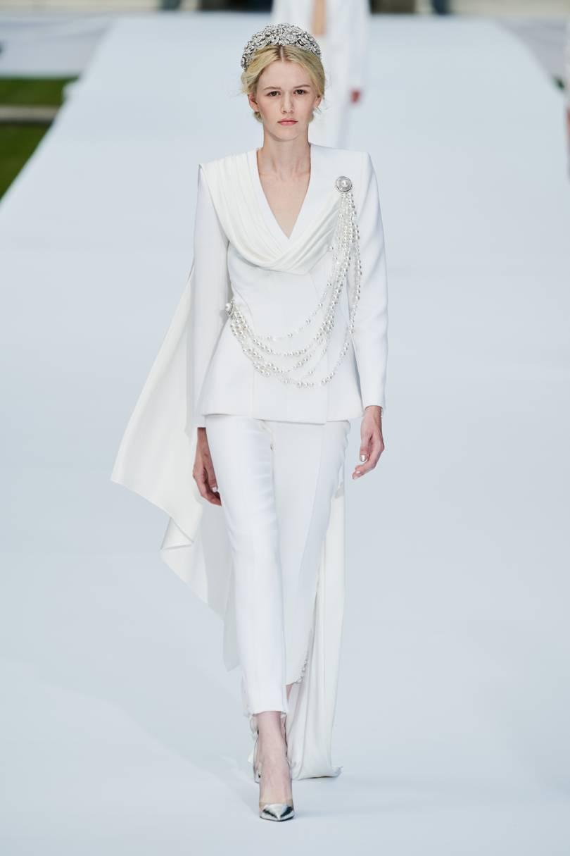 البدلة أنيقة باللون الأبيض من Ralph & Russo