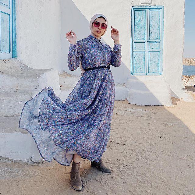 بوت الكاحل مع الفساتين لإطلالة الربيع