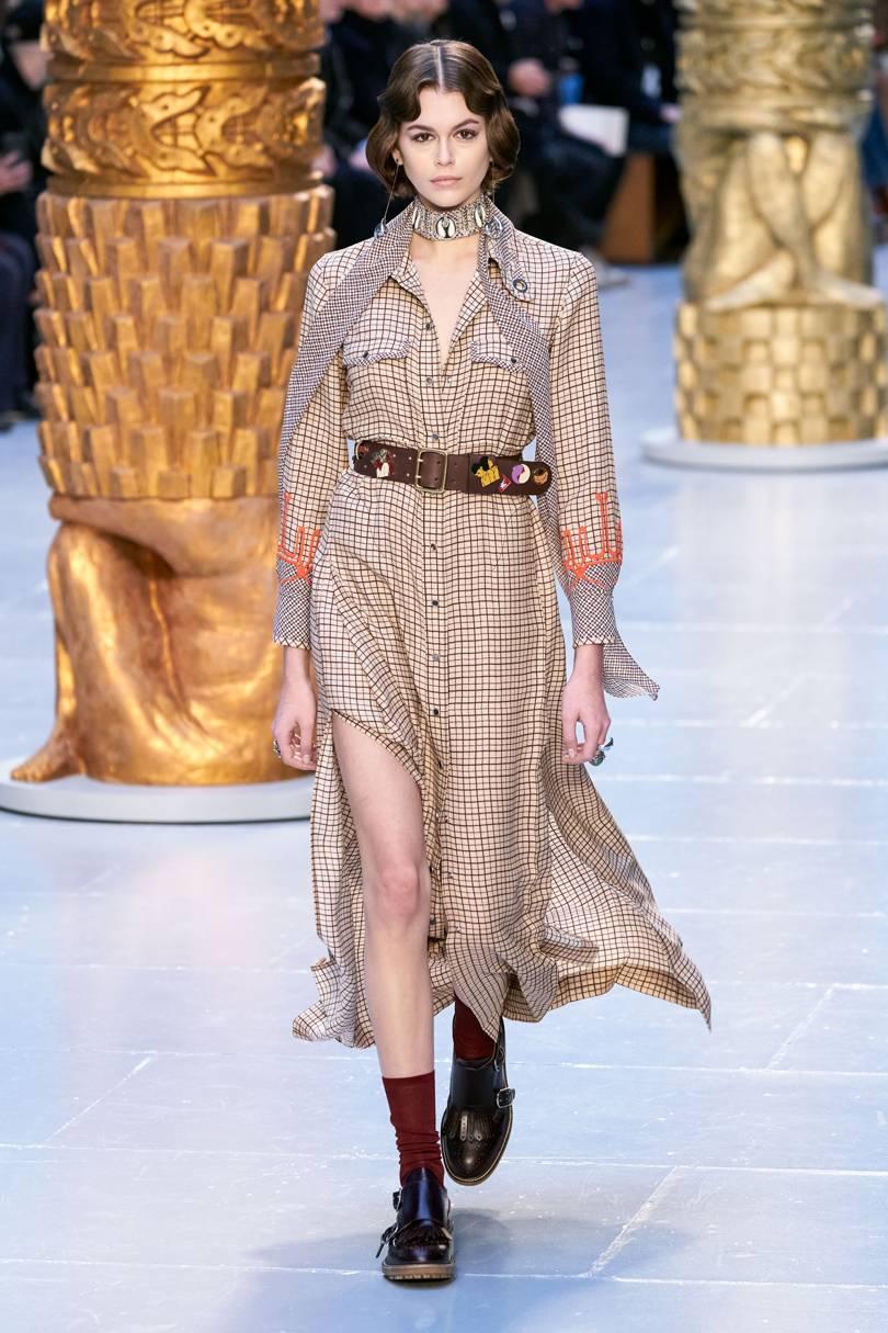الفستان التارتان بلمسة أنثوية من Chloé