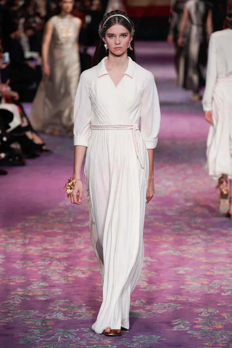 الفساتين الشيفون المكسرة للمسة كلاسيكية