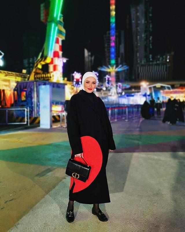 معطف أسود طويل من دلال الدوب