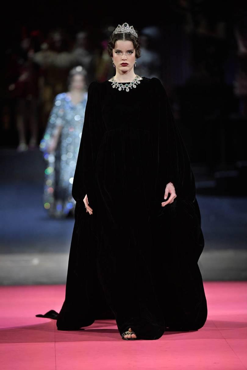 فساتين بتصميم الكاب من Dolce & Gabbana