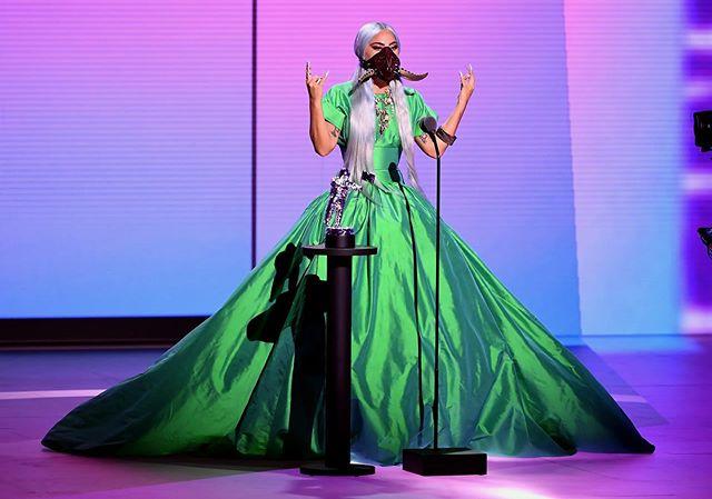 الليدي غاغا بأكثر من إطلالة مثيرة بحفل الـ MTV Video Music Awards