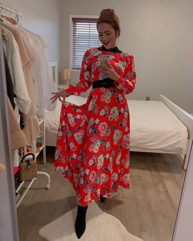 فستان مُطبع بالورود من الفاشينيستا ظهيرة