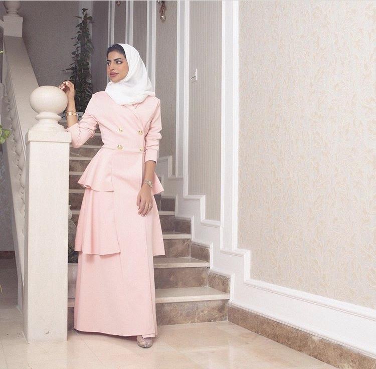 الفستان البليزر مع الكشكش باللون الروز