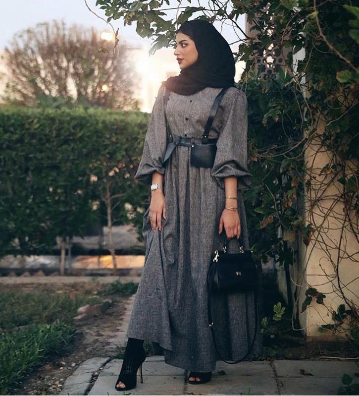 فستان رمادي مع حزام الخصر