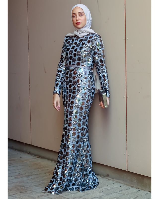 فستان بوكا دوت منقط براق من أمينة بلال