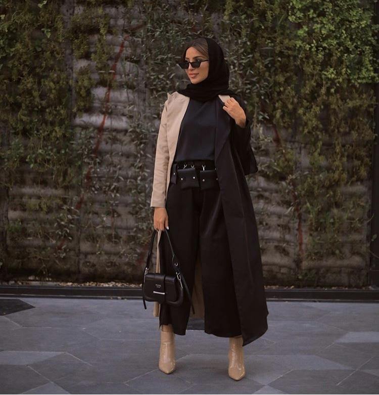 فاطمة حسام بالعباية المعطف مع حزام الخصر