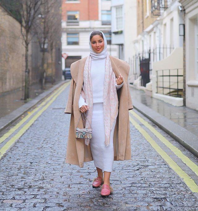 التنورة الصوف بتنسيق مميز مع المعطف الطويل