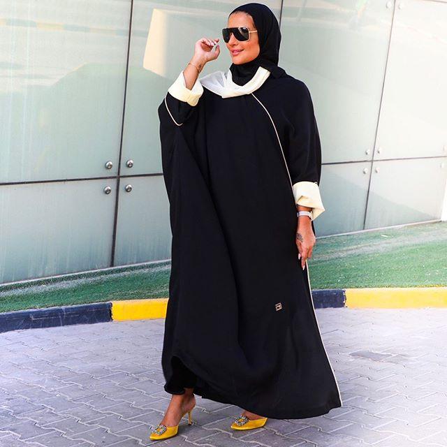 عبايه سوداء واسعة من فطامي بو حمد