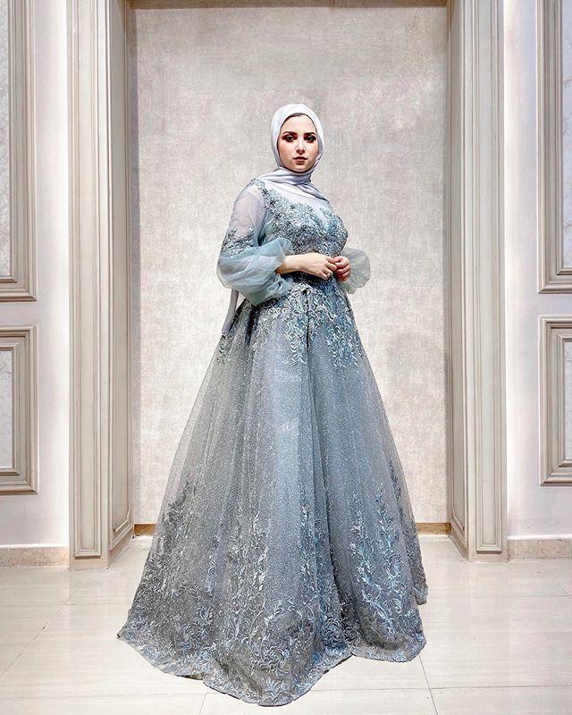 الفساتين مع الأكمام المنفوخة والتول