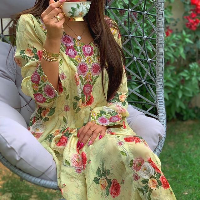 جلاليب برسومات الورود من وحي الفاشينيستا جوري