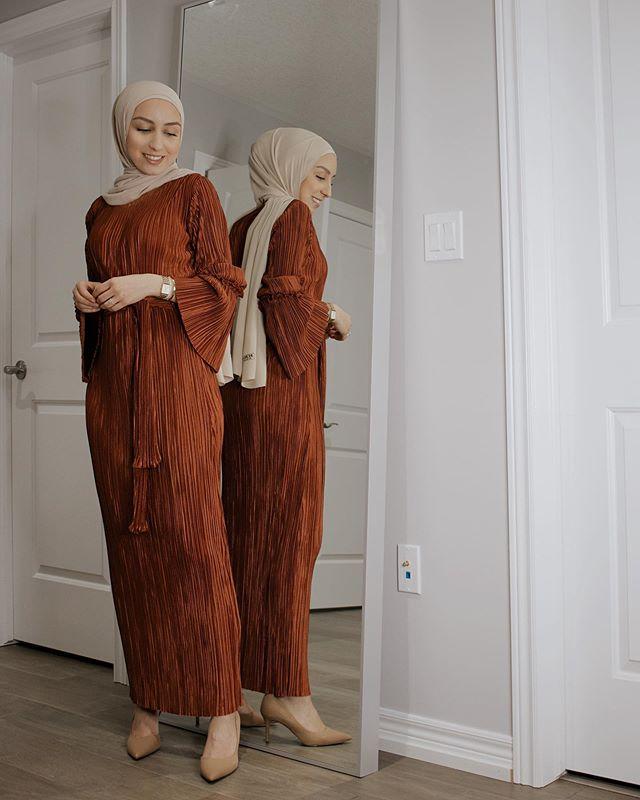 الفستان الميدي الطويل من جاسمين فارس